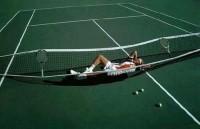 Afslapning på tennisbanen